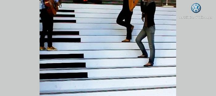 「ピアノの階段」「音がでるゴミ箱」